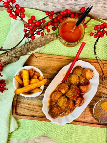Currywurst-mit-selbstgemachten-Pommes-Rezept-2