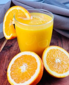 Detox Smoothie mit Mango, Orange und Ingwer