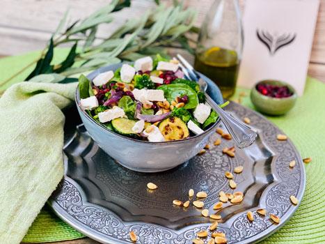 Gesunder_Brokkoli-Pinienkern-Salat