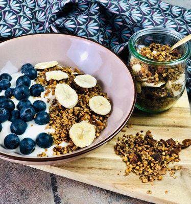Granola mit getrockneten Bananenscheiben Rezept