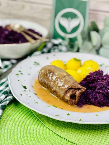 Rouladen-mit-Kartoffeln-und-Rotkohl-Rezept-2