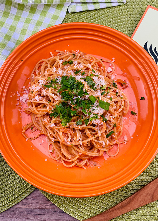 Spaghetti mit Tomaten-Sahne Soße