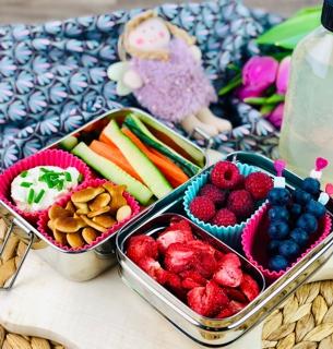lunchbox-mit-getrockneten-erdbeeren