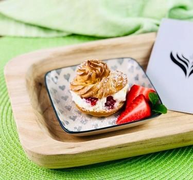 windbeutel-mit-erdbeercreme